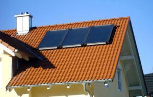 Panneaux solaires surimposés montage par Bâti-dépôt